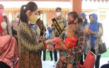 Blusukan, Begini Gaya Cantik Kuncir Kuda Mantu Jokowi Selvi Ananda