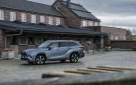 Toyota Pastikan Rencana Produksi Kendaraan Listrik Jalan Terus