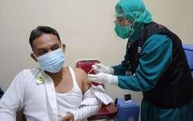 Vaksinasi Dosis Pertama Guru dan Tenaga Pendidikan di Kota Bandung Dimulai