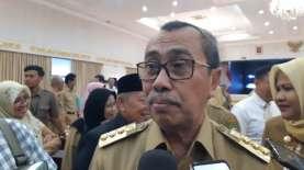 Gubernur Riau Serahkan Bantuan Beras 5 Ton ke Korban Banjir di Inhu