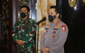 Kapolri dan Panglima TNI Tinjau Vaksinasi Drive Thru di Bali