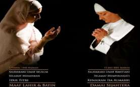 Indahnya Toleransi, Foto 2 Wanita Berkerudung Ucapkan Selamat Idulfitri dan Kenaikan Isa Almasih