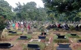 Anies Izinkan Warga Jakarta Ziarah Kubur