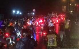 Bawa Pemudik, Polisi Putar Balik Ambulans di Cikarang Barat