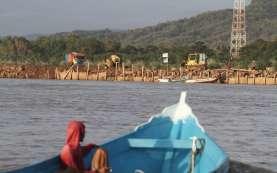 Sejumlah Wisatawan di Pantai Depok Mengabaikan Protokol Kesehatan