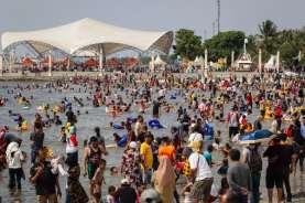 Taman Impian Jaya Ancol Batal Ditutup? Pengunjung Desak Pintu Dibuka