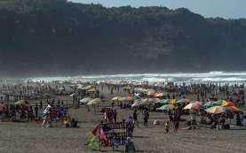 Foto-Foto Lautan Manusia di Pantai Parangtritis Yogyakarta