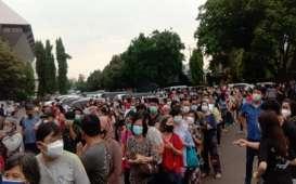Foto Warga Berkerumun dan Berdesakan Antre Vaksinasi di Kompleks Pemprov Jateng