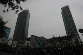 Cuaca DKI 14 Juni, BMKG: Waspada Hujan dengan Petir pada Sore dan Malam