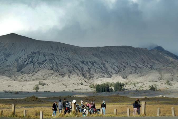 Gunung Bromo Erupsi, Wisatawan Dilarang Mendekat