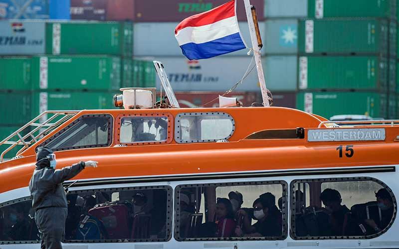 KEDATANGAN 679 WNI ABK KAPAL PESIAR MV WESTERDAM