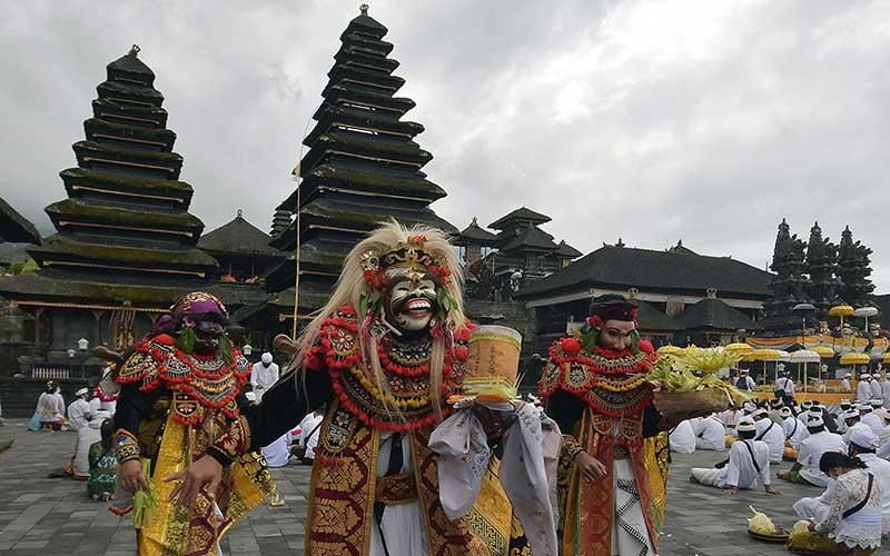 Sambut New Normal, Warga Bali Gelar Upacara Pamahayu Jagat