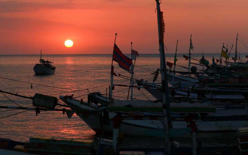 Matahari Terbenam di Dermaga Penarukan Dijadikan Obyek Pariwisata