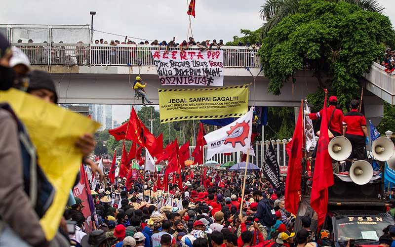 Demo Menolak Omnibus Law Digelar Serentak di Sejumlah Daerah di Indonesia