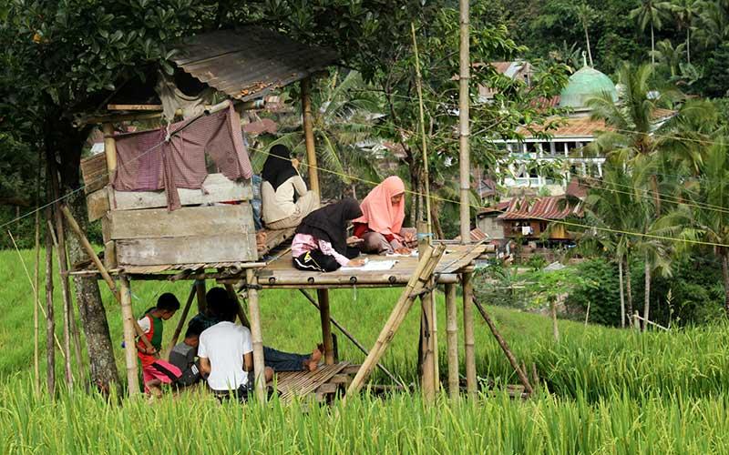 Siswa di Pelosok Sulawesi Selatan Kesulitan Akses Internet Untuk Belajar Daring