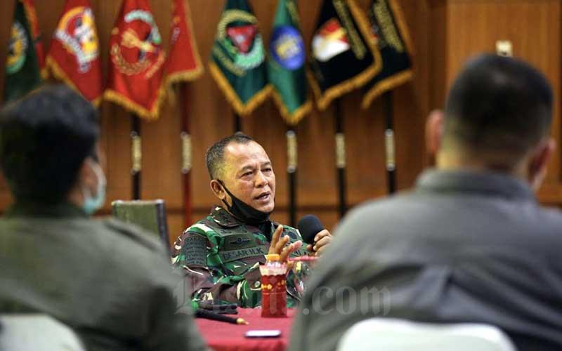 Danpussenif Letnan Jenderal TNI Besar Harto Karyawan Jelasakan Isi Buku 8 Kekuatan Cakra