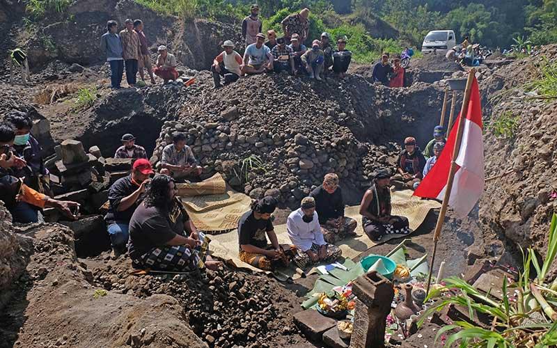 Penghayat Kepercayaan Pahoman Sejati Lakukan Ritual Bhakti Alam di Lereng Gunung Merapi