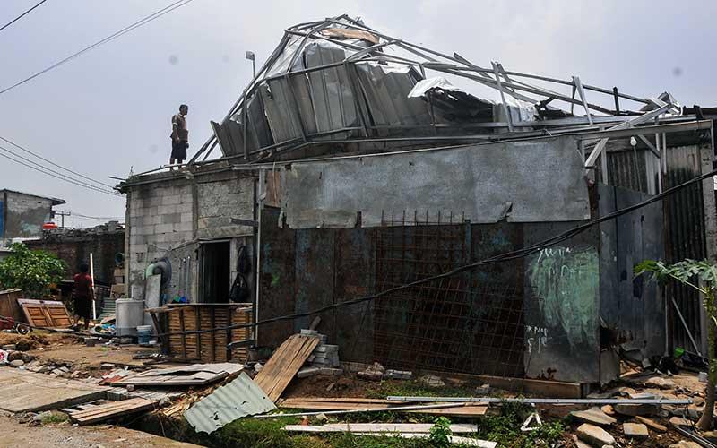 Sejumlah Rumah di Cikirang Rusak Akibat Diterjang Angin Kencang