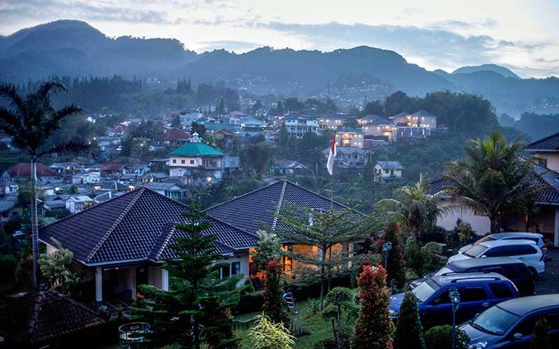 Kawasan Puncak Dipadati Villa dan Hotel, Membuat Fungsi Daerah Tersebut Sebagai Resapan Air Berkurang