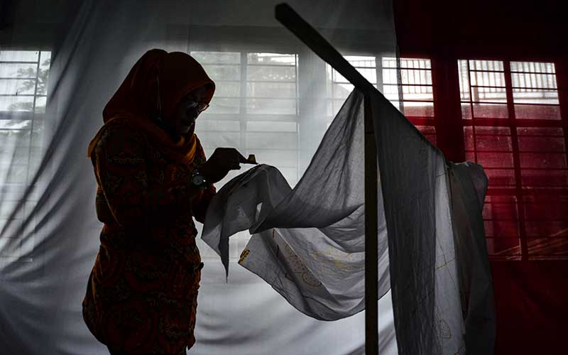Pelaku UMKM di Jawa Barat Berlatih Membuat Batik Tulis