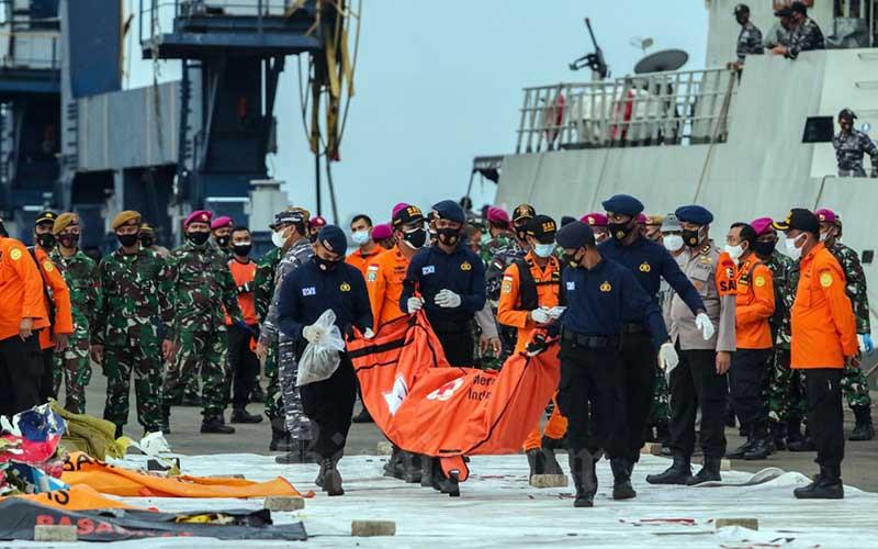Hari Ketiga, Tim SAR Telah Mengumpulkan 40 Kantong Jenazah Korban Pesawat Sriwijaya Air SJ182