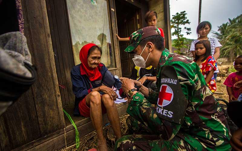 Puskesad TNI AD Berikan Layanan Kesehatan Kepada Korban Banjir di Pelosok Kalimantan Selatan