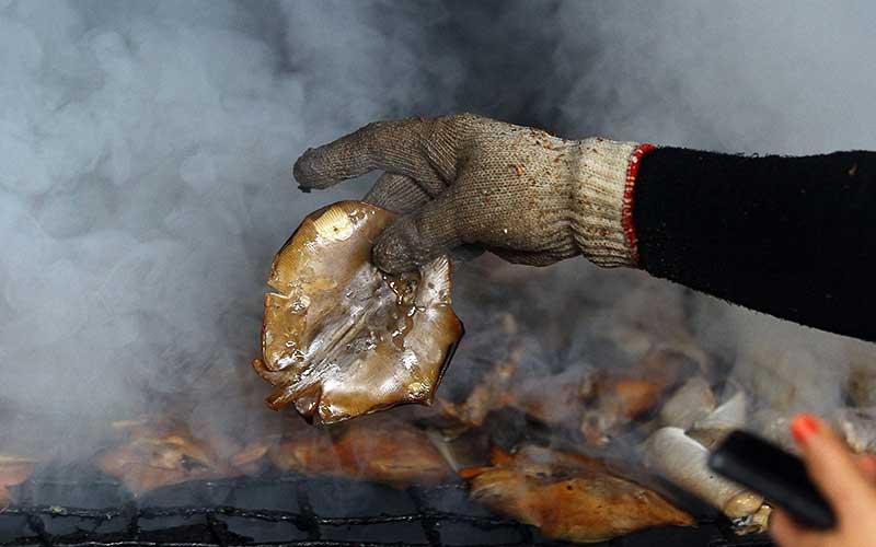Harga Ikan Asap Naik Akibat Sedikitnya Tangkapan Nelayan Akibat Cuaca Buruk