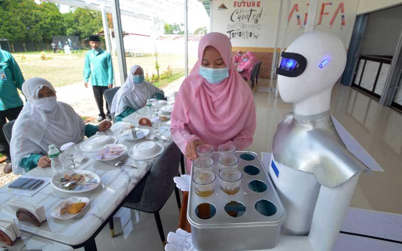 Pesantren di Sumatra Barat Ciptakan Robot Pelayan Kafe