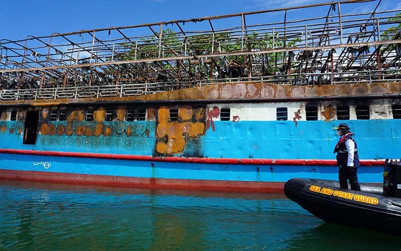 KSOP Kelas I Sorong Selidiki Penyebab Terbakarnya Kapal Fajar Baru 8