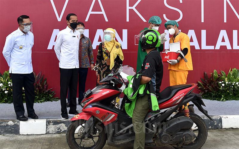 Presiden Jokowi Tinjau Pelaksanaan Vaksin di Depok