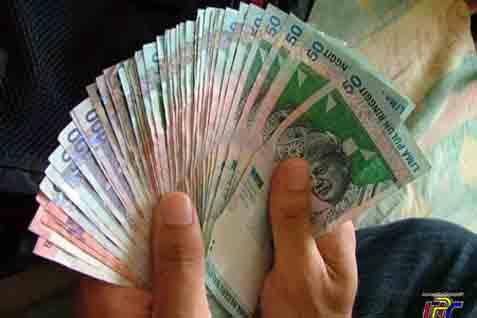 Sejumlah besar kios di Pasar Baru, Bandung, telah menyediakan pelayanan pembayaran nonrupiah, khusunya ringgit.  - bisnis.com