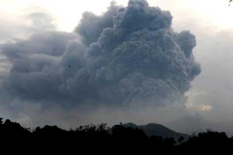 Gunung kelud, gunung meletus, abu vulkanik