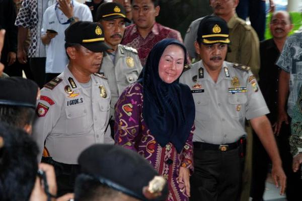 /Gubernur Banten Ratu Atut Chosiyah (RAC)