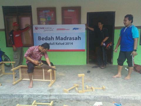 Relawan PKPU memperbaiki sekolah - Bisnis.com