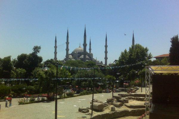 Mesjid Biru, salah satu tujuan wisata utama di Istanbul, Turki - Bisnis