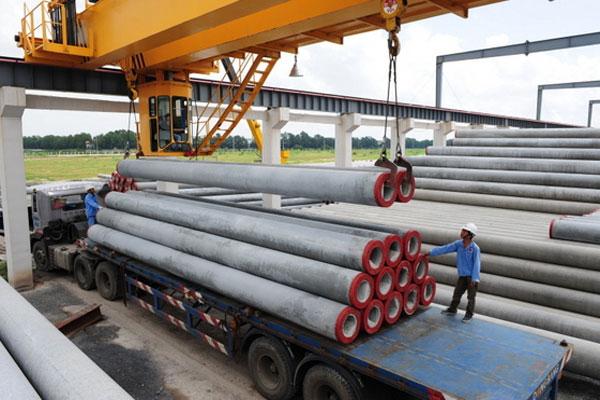 Waskita memiliki empat pabrik beton precast yakni di Cibitung, Pasuruan, Sadang, dan Palembang yang memproduksi di antaranya tiang pancang, u ditch, leg gutter, dan readymix.  - ie21
