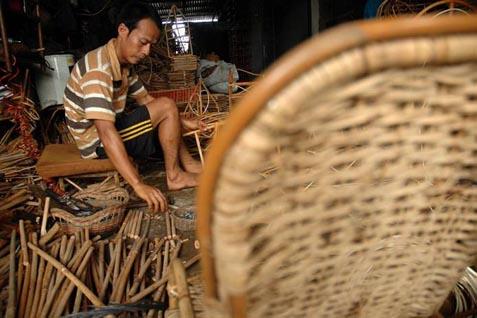 Adapun saat perdagangan bebas Asean 2015, Asmindo optimistis ekspor rotan furniture bisa mencapai 3.000 kontainer per bulan seiring semakin membaiknya kinerja ekspor rotan dari wilayah tersebut.  - bisnis.com
