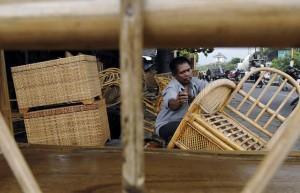 Asmindo mencatat ekspor rotan furniture dari Jabar sepanjang 2013 rata-rata mencapai 1.500 (dokumen COO Kota dan Kabupaten Cirebon) kontainer per bulan atau tumbuh lebih dari 30% dari rata-rata ekspor rotan tahun 2012.  - bisnis.com