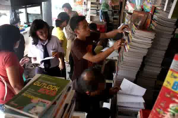 Pedagang buku bekas yang ada di Pasar Senen merupakan pedagang yang direlokasi dari kawasan Kwitang, Jakarta. Selain di Pasar Senen, para pedagang juga direlokasi ke JaCC Kebon Melati.  - bisnis.com