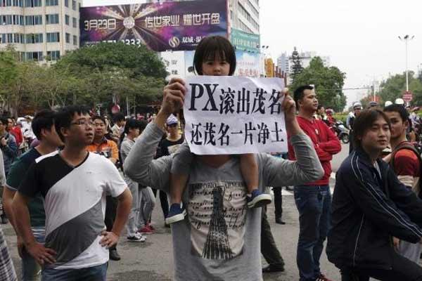 Demonstrasi di enam kota di China sejak 2007 terhadap rencana untuk tanaman PX, memaksa setidaknya satu pabrik pindah dan dua lain dibatalkan.  - reuters