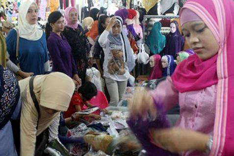 Dalam rangka menggencarkan kampanye cinta produk dalam negeri pemerintah rencananya pada 23 April 2014 akan meluncurkan gerakan konsumen cerdas.  - Antara