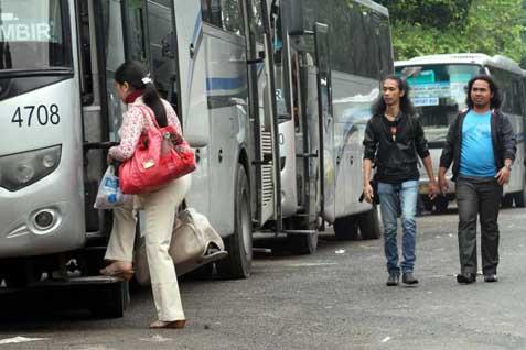 Angkutan umum bus Damri - Bisnis