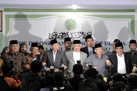 Ketua MUI Din Syamsuddin didampingi pimpinan ormas Islam berfoto bersama.  Parpol Islam memiliki kekuatan besar bila berkoalisi - Antara