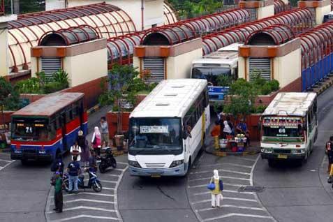 Bus angkutan umum. Pemda diminta bereskan hambatan - Bisnis