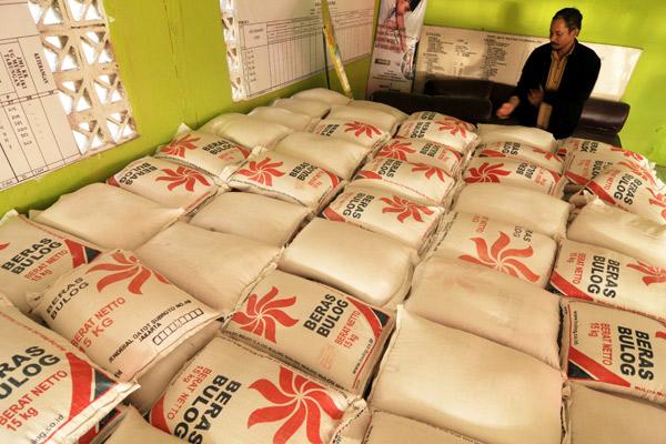 Beras untuk warga miskin. Bulog Riau tekan inflasi beras jelang rmandan - JIBI