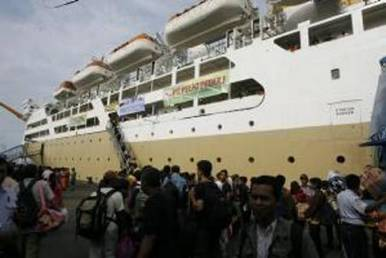 Kapal Pelni. Menhub dan Menkeu teken MoU Pembinaan Badan Layanan Umum - JIBI