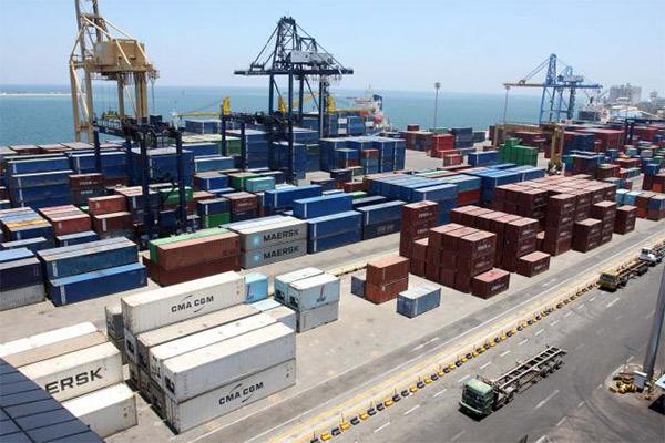 Aktivitas bongkar muat barang ekspor. GPEI Sumut genjot daya saing - Bisnis