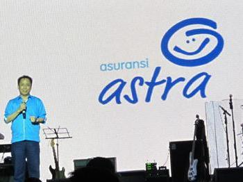 Presdir  PT Asuransi Astra Buana meluncurkan logo baru perusahaan Selasa lalu - Istimewa