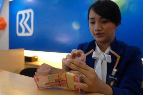 Customer Service BRI. Bank BUMN ini raup laba Rp5,9 Triliun pada kuartal I - Bisnis