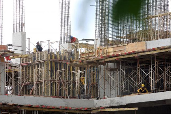 rencana yang ada adalah melakukan pengembangan mix-used building yang terdiri dari perkantoran, hotel, dan pusat perbelanjaan.  - bisnis.com